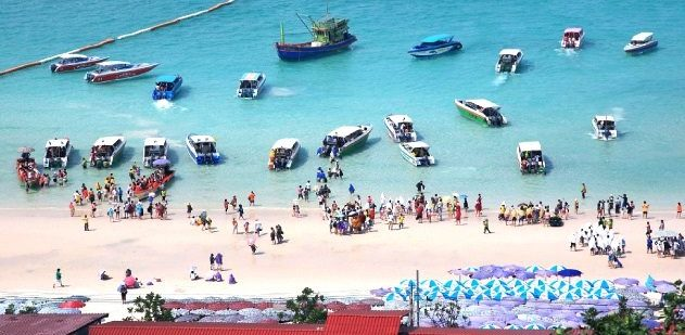 Pattaya Coral island is a must destination to visit in pattaya by bachelors